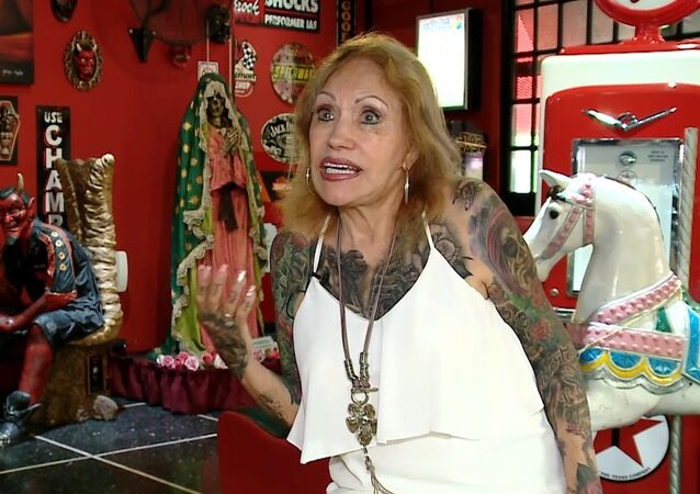 Joven de alma: una anciana argentina de 87 años se tatúa casi todo el cuerpo