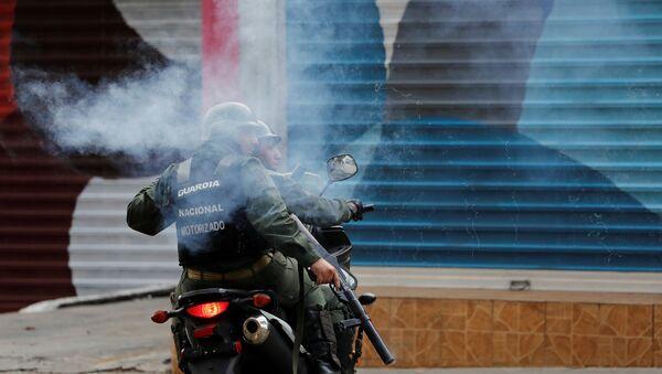 Guardia Nacional Bolivariana durante las protestas en Caracas - Sputnik Mundo