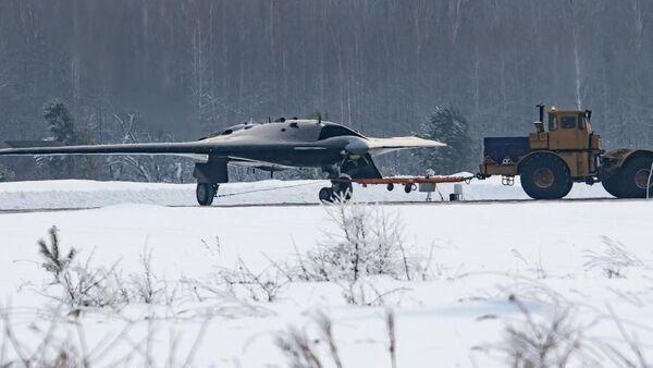 Dron de ataque ruso S-70 Ojotnik - Sputnik Mundo