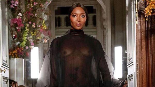 La supermodelo británica Naomi Campbell durante un desfile para Valentino (archivo) - Sputnik Mundo