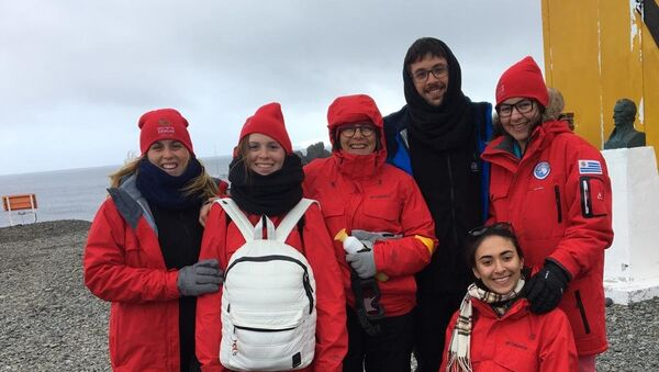 Los Cronoantárticos en la base uruguaya Artigas en la Antártida - Sputnik Mundo