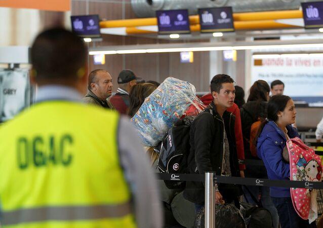 Los emigrantes venezolanos en el aeropuerto de Quito