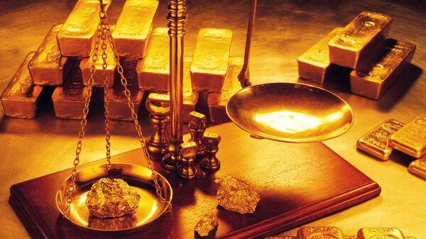 Lingotes de oro y balanza - Sputnik Mundo