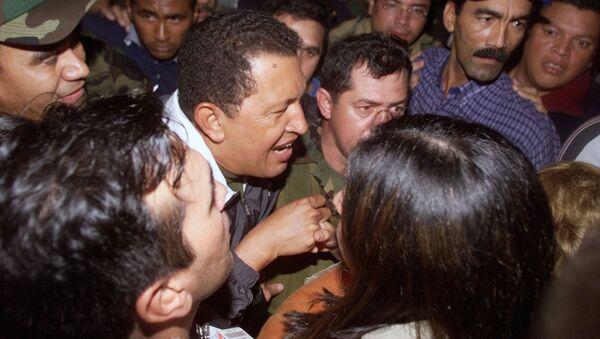 Hugo Chávez vuelve al palacio de Miraflores, 14 de abril de 2002 - Sputnik Mundo