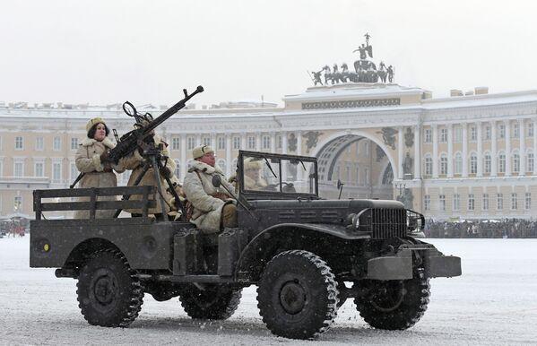 Un desfile para celebrar el 75 aniversario del levantamiento del sitio de Leningrado - Sputnik Mundo