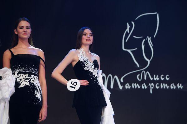Belleza tártara sobre el escenario de Miss Tartaristán 2019 - Sputnik Mundo
