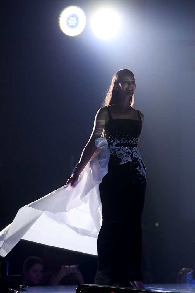 Belleza tártara sobre el escenario de Miss Tartaristán 2019