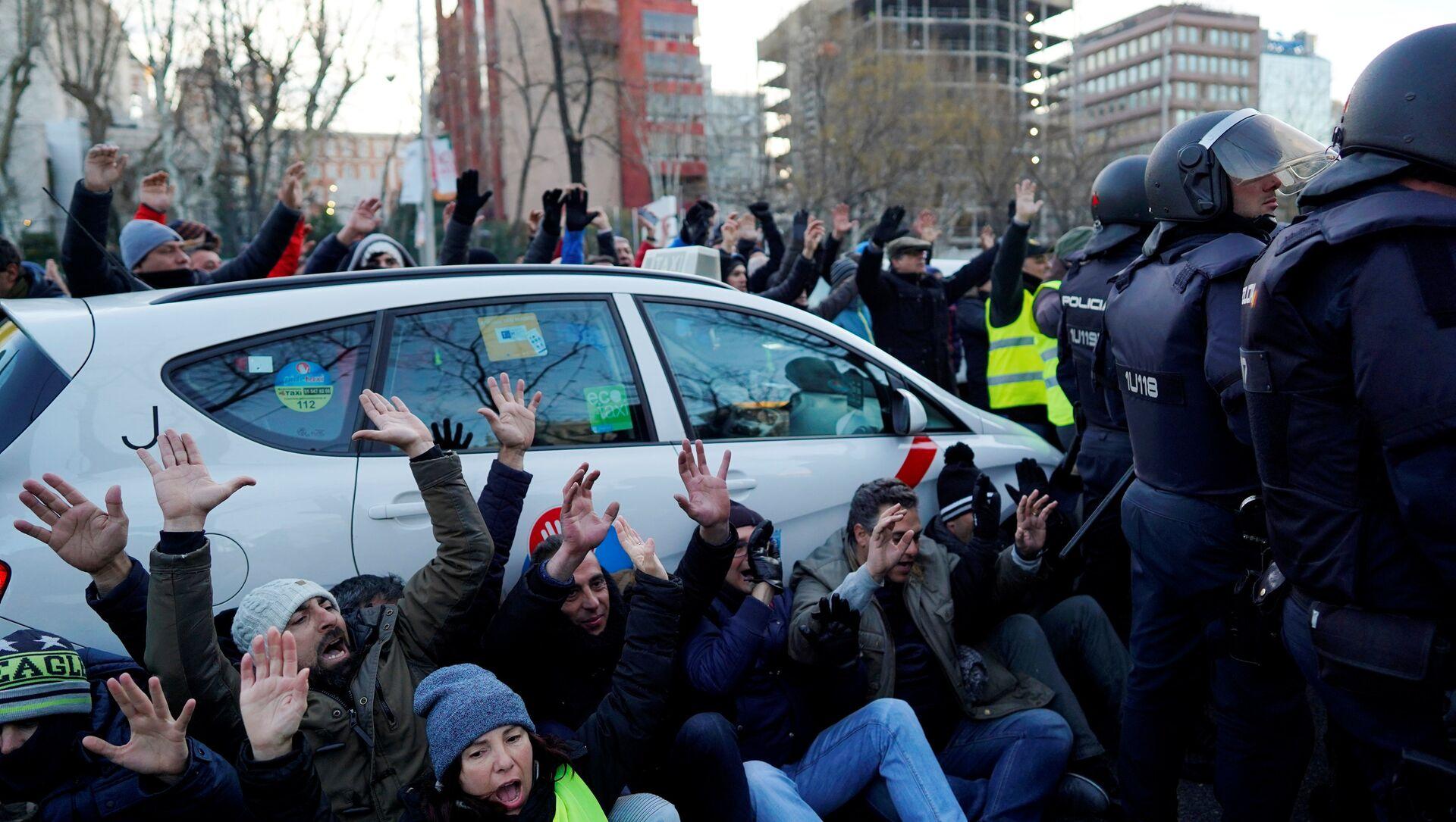 Protestas de los taxistas españoles en Madrid, España - Sputnik Mundo, 1920, 28.01.2019