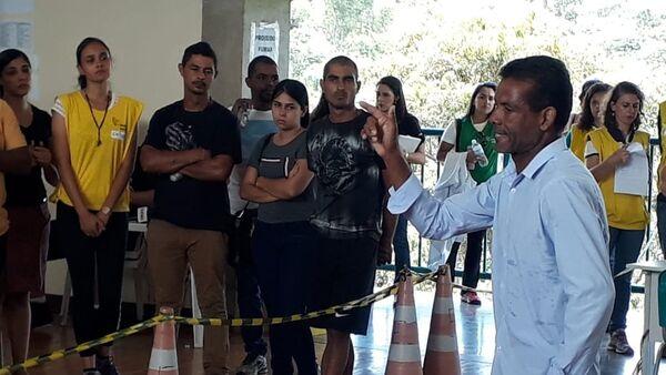 Familiares de desaparecidos en Brumadinho se refugian en la religión ante la desesperación por la falta de notícias - Sputnik Mundo
