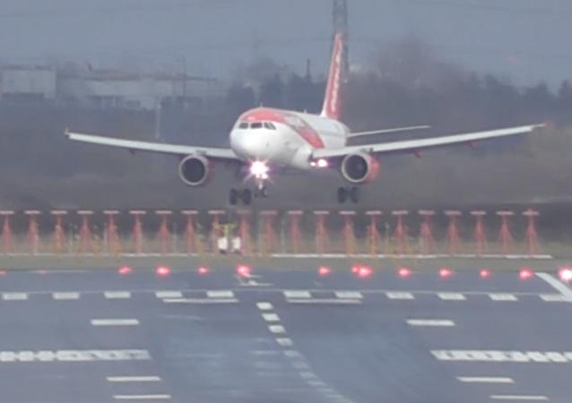 Aterrizajes pavorosos que ponen a prueba las habilidades de los pilotos
