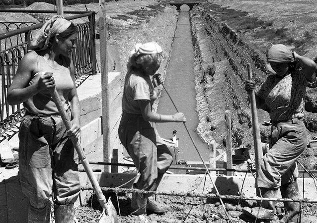 Construcción del Gran Canál de Chuy, foto archivo