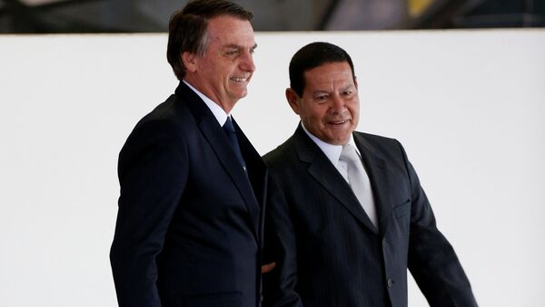 El presidente de brasil, Jair Bolsonaro, y el vicepresidente del país, Hamilton Mourao - Sputnik Mundo