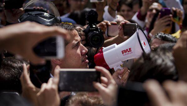 Juan Guaidó durante una manifestación de la oposición en Caracas - Sputnik Mundo
