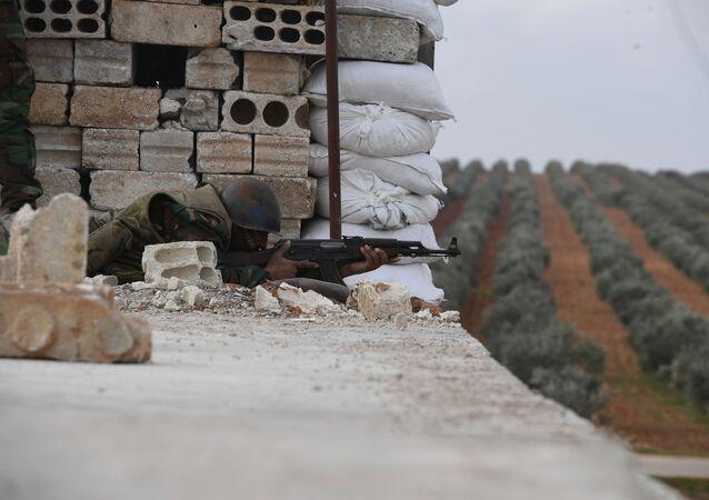 Un militar sirio en Manbij (archivo)