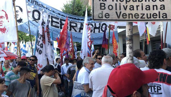 Vigilia antiimperialista frente a la Embajada venezolana en Buenos Aires en apoyo al Gobierno de Maduro - Sputnik Mundo