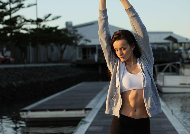 Una mujer hace jogging
