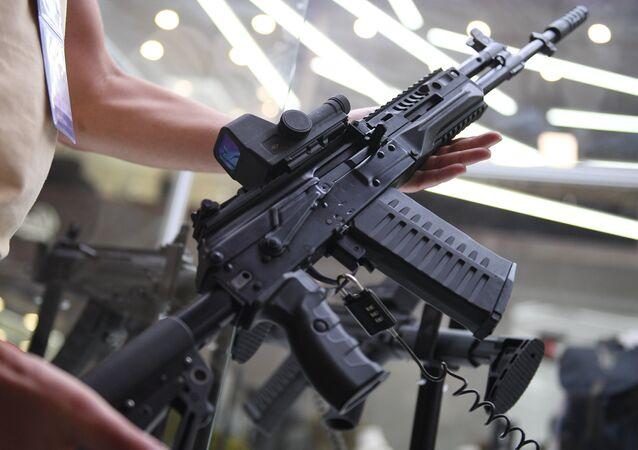 Un fusil de asalto ruso AK-308