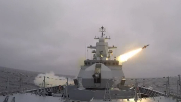 La corbeta rusa Stoiki prueba con éxito el misil Kh-35 - Sputnik Mundo