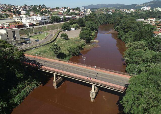 Vista del río Paraobeba en Brumadinho, Brasil