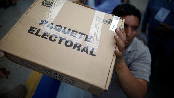 Caja con boletos de votación en San Salvador - Sputnik Mundo