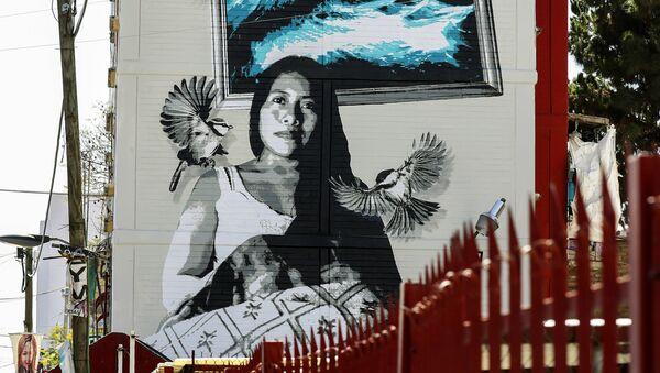 Un mural con el retrato de Yalitza Aparicio - Sputnik Mundo