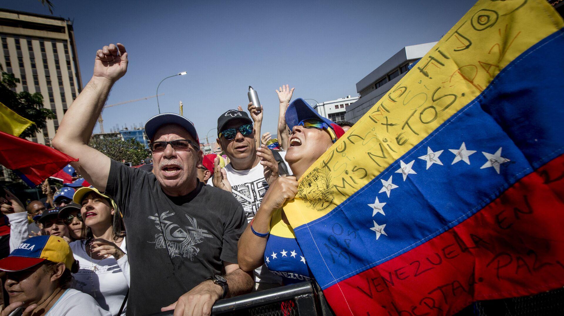 Las dos caras de Caracas: las manifestaciones con los partidarios de Maduro y Guaidó - Sputnik Mundo, 1920, 14.07.2021