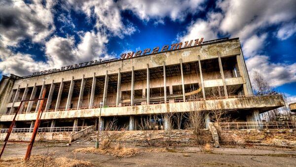 Palacio de cultura en la ciudad fantasma de Prípiat - Sputnik Mundo