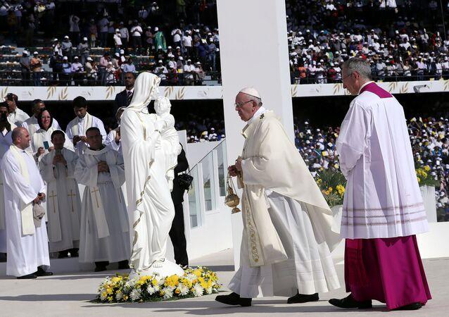 El papa Francisco en la Santa Misa en Abu Dabi