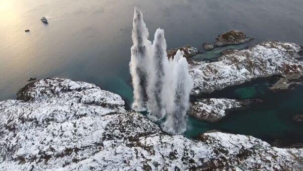 La Armada Real de Noruega hace explotar los torpedos restantes de la fragata KNM Helge Ingstad - Sputnik Mundo