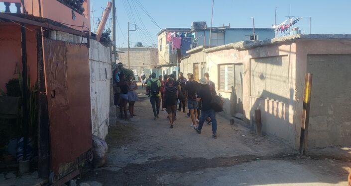 Jóvenes llevan ayuda a damnificados
