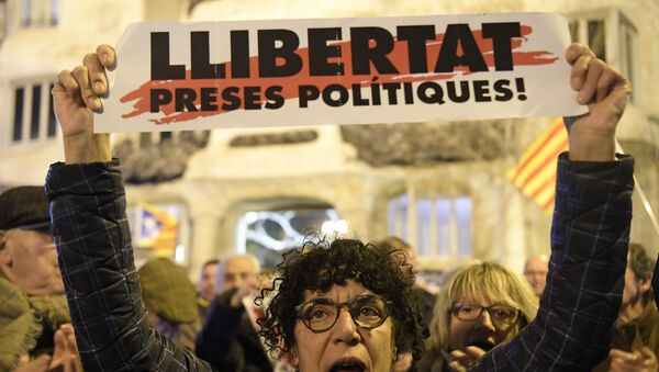 Protestas en apoyo a los líderes separatistas catalanes - Sputnik Mundo