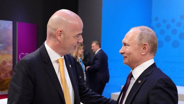 El presidente de la FIFA, Gianni Infantino, y el presidente de Rusia, Vladímir Putin - Sputnik Mundo