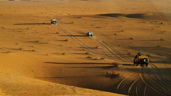Automóviles en el desierto del Sahara - Sputnik Mundo