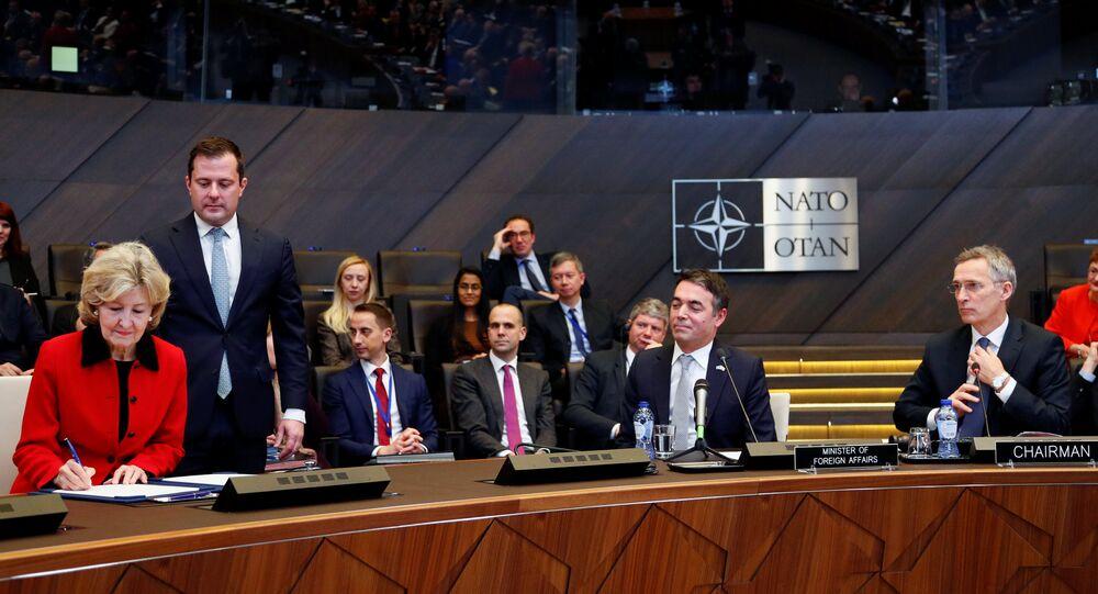 Firma del protocolo del ingreso de Macedonia en la OTAN