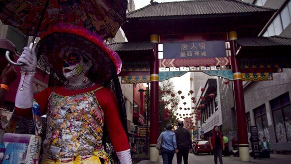 Catrina sale del barrio chino durante los festejos del año nuevo en Ciudad de México - Sputnik Mundo