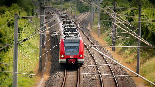 Tren, catenarias - Sputnik Mundo