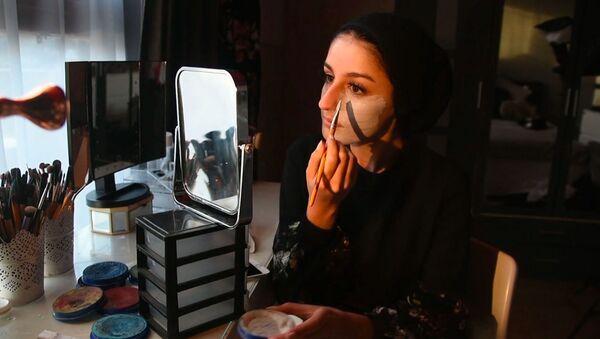 Mariah Malik es una artista de 18 años que ha decidido convertir su propio rostro en un lienzo - Sputnik Mundo