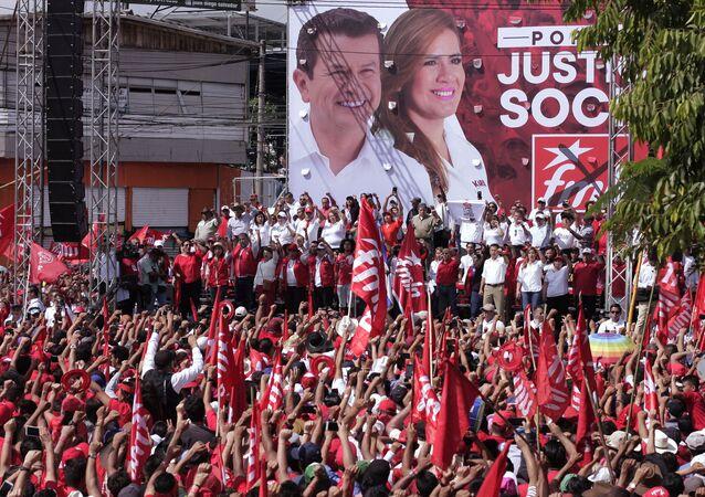 Partidarios del Frente Farabundo Martí para la Liberación Nacional (FMLN) en El Salvador