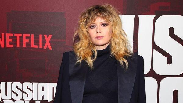 Natasha Lyonne, protagonista y directora de la popular serie de Netflix Muñeca Rusa - Sputnik Mundo