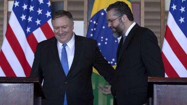 El secretario de Estado de EEUU, Mike Pompeo, y el ministro de Relaciones Exteriores de Brasil, Ernesto Araujo - Sputnik Mundo
