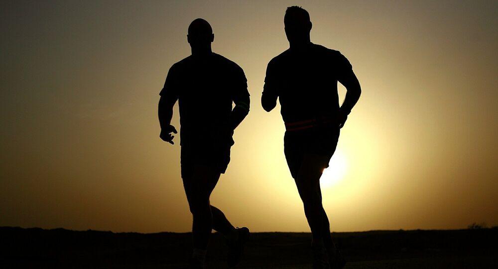 Dos hombres haciendo deporte (ilustración)