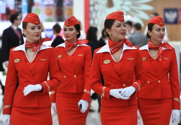 La cara más bella de la aviación: descubre a las azafatas rusas y soviéticas - Sputnik Mundo