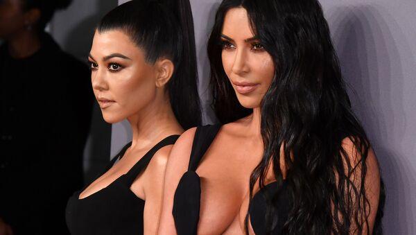 Los más bellos y sexuales atuendos de las invitadas de la Gala amfAR 2019 - Sputnik Mundo