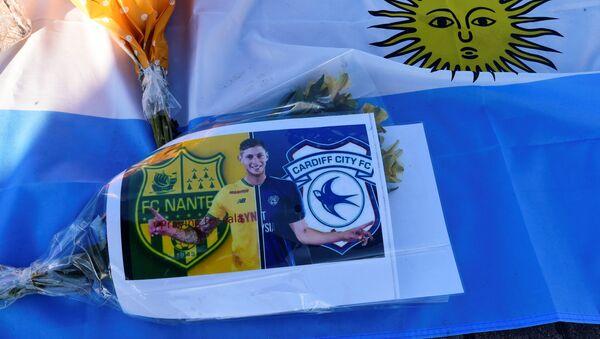 Homenaje al futbolista argentino Emiliano Sala en Cardiff, Reino Unido - Sputnik Mundo