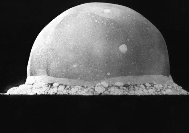 Bola de fuego de una explosión nuclear
