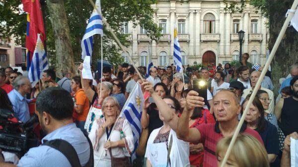 Manifestación Diálogo por la paz para Venezuela en Montevideo, convocada por el Pit-Cnt, el Encuentro Sindical Nuestra América y la Jornada Continental en Defensa de la Democracia y Contra el Neoliberalismo - Sputnik Mundo