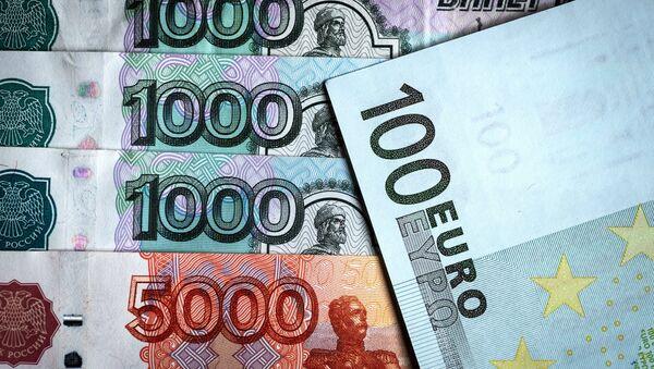 Rublos y euros - Sputnik Mundo