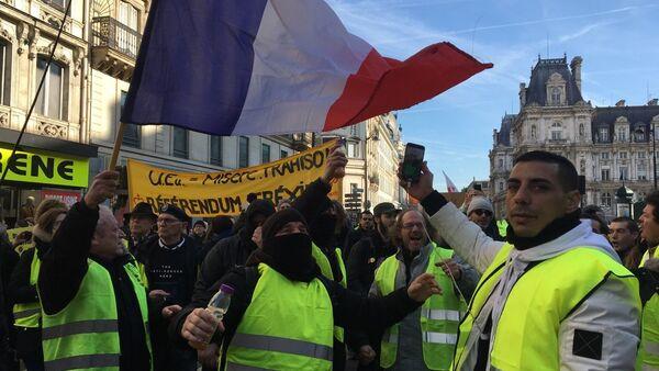 Protestas de chalecos amarillos en Francia - Sputnik Mundo