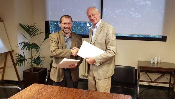 El presidente del Servicio de Comunicación Audiovisual Nacional de Uruguay, Ernesto Kreimerman, y el viceministro ruso de Comunicaciones, Alexéi Volin - Sputnik Mundo