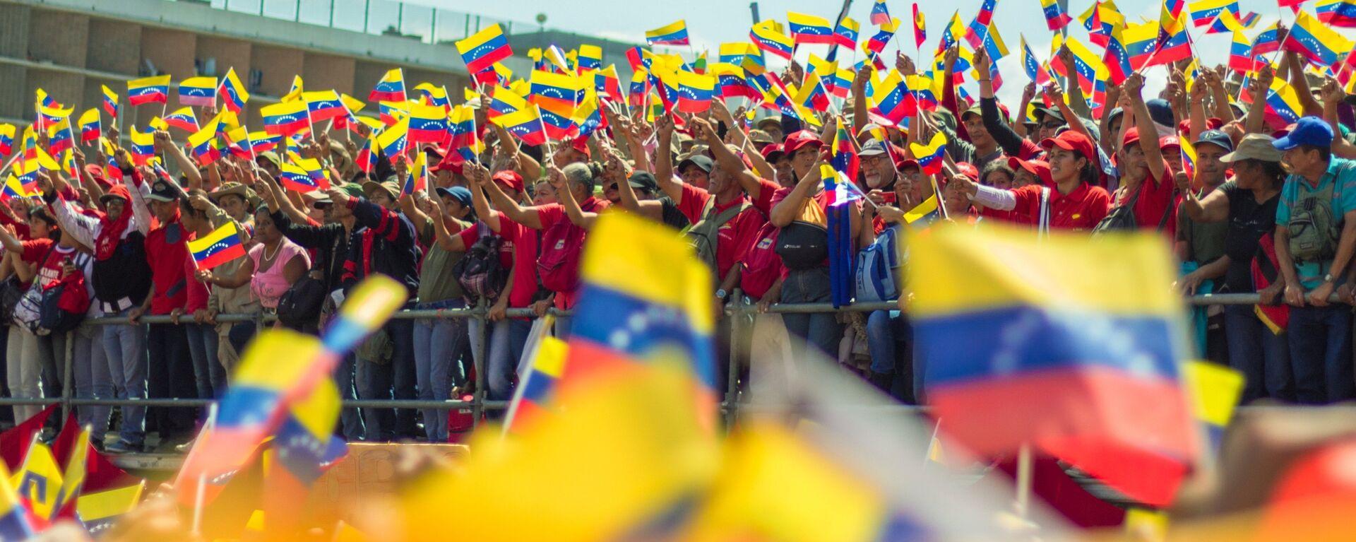 Manifestantes con las banderas de Venezuela - Sputnik Mundo, 1920, 24.08.2021